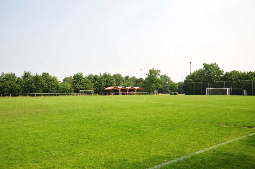 Naturrasenplatz mit Gerätehaus Sünninghausen