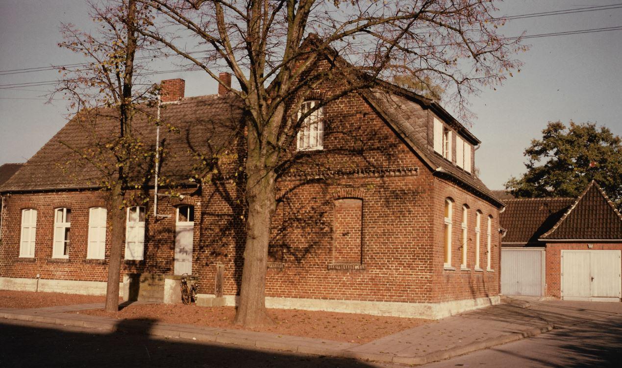 Mädchenschule und Feuerwehrgerätehaus Sünninghausen 1984